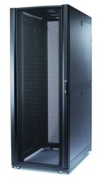 APC AR3157 Телекоммуникационный шкаф NetShelter SX, 48U, 750x1070x2258 мм (ШхГхВ), c боковыми панелями, перфорированная передняя и задние дверцы, опора с регулировкой горизонтальности, ролики, черный